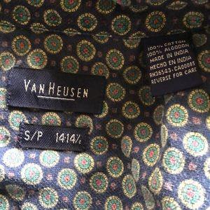 Van Heusen Shirts - Vintage Men's Button Down